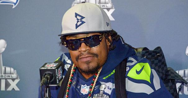102385407-marshawn-lynch.1910x1000
