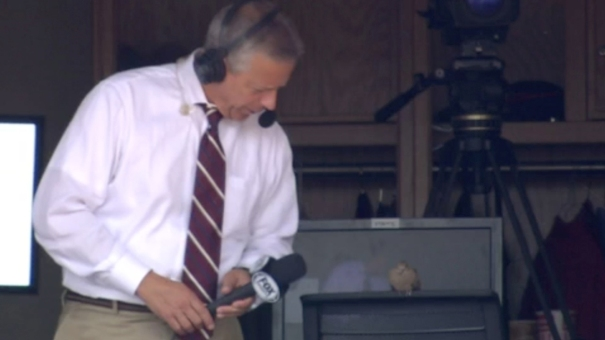 Brennaman-Interviews-a-Bird-Reds-broadcaster-Thom-Brennaman-took-the-opportunity