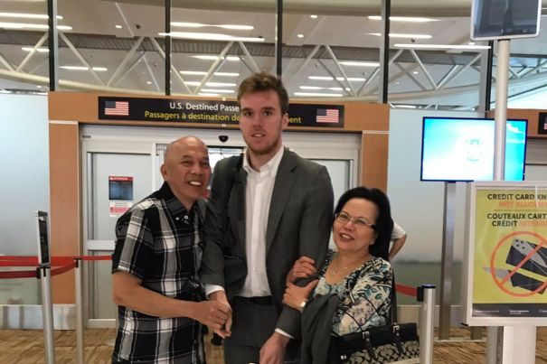 Connor-McDavid_s-run-in-with-Oilers-fans-became-the-most-awkward-picture-ever
